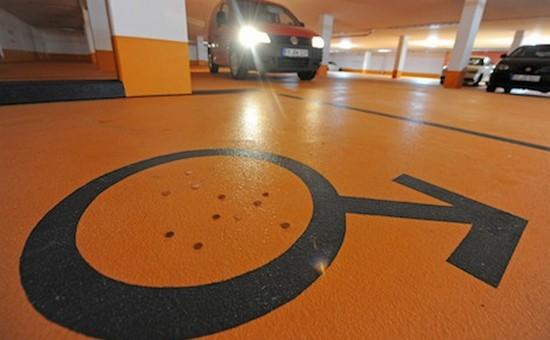 43617 Мэр немецкого городка сделал парковку только для мужчин
