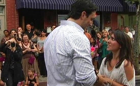 Мужчина пригласил 300 танцоров, чтобы сделать предложение своей девушке
