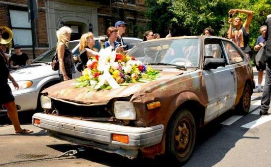 Десятки американцев проводили в последний путь Honda Civic 1982 года выпуска