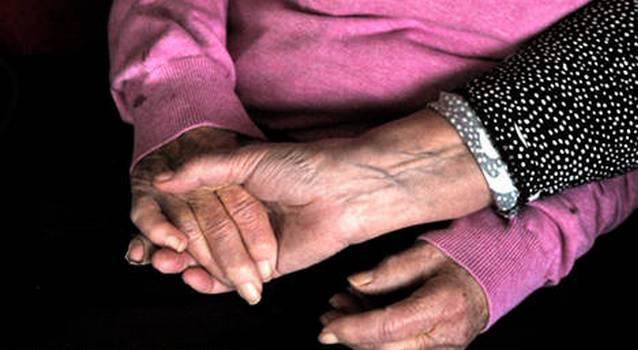 43978 100 летнюю шведку не пускают в дом престарелых, потому что она слишком здорова