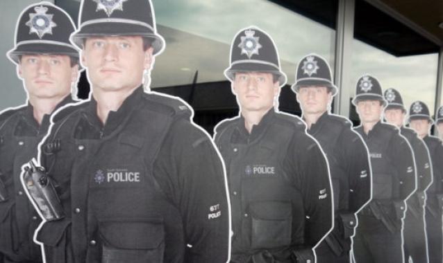 843219440 Картонные полицейские помогли снизить уровень преступности вдвое