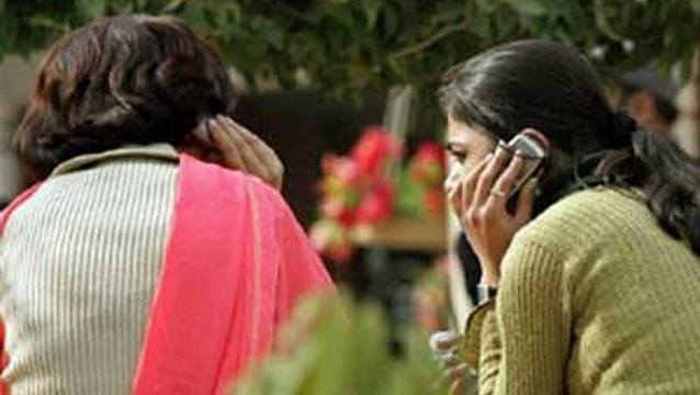 В индийской деревне женщинам запретили пользоваться мобильными телефонами