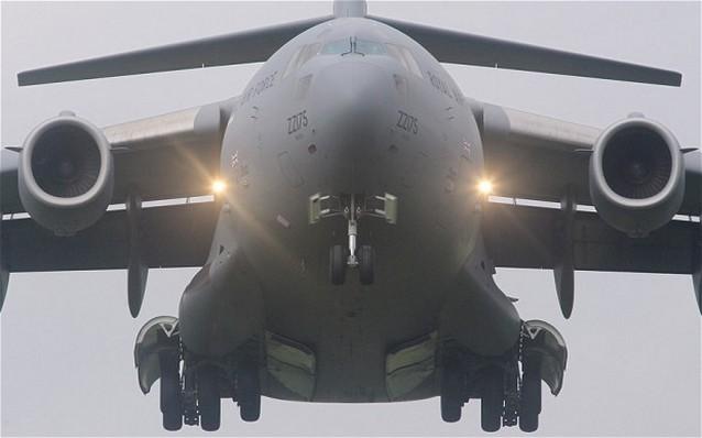 Премьер-министр Великобритании похвалил дефективный самолет