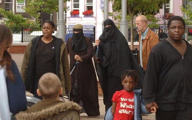 article 2260067 053B83C20000044D 40 634x419 Белые британцы стали меньшинством в четырех городах страны   включая Лондон