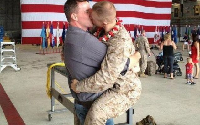 Морские пехотинцы геи выступают против женщин в армии США