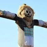 Messianic scarecrow 150x150 Мужчина зарабатывает на жизнь тем, что прыгает на матрасе