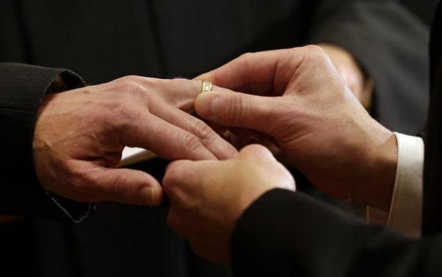 Церковь в США отказалась проводить бракосочетания гетеросексуальных пар