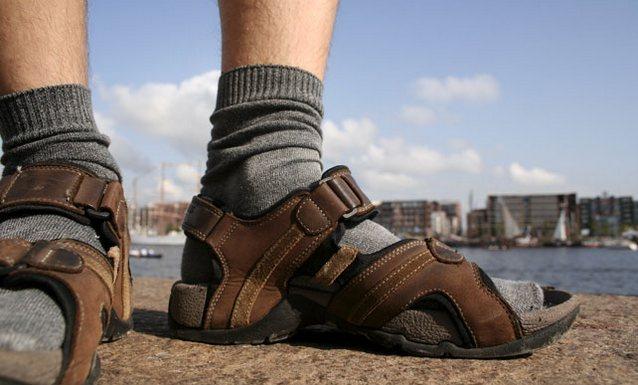 socks sandals gq 24aug10 rex b Польские СМИ высмеяли Леха Валенсу за носки с сандалиями