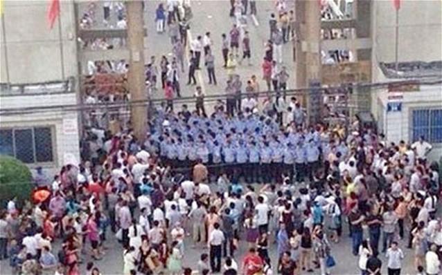 Китайские школьники и родители взбунтовались против запрета на списывание